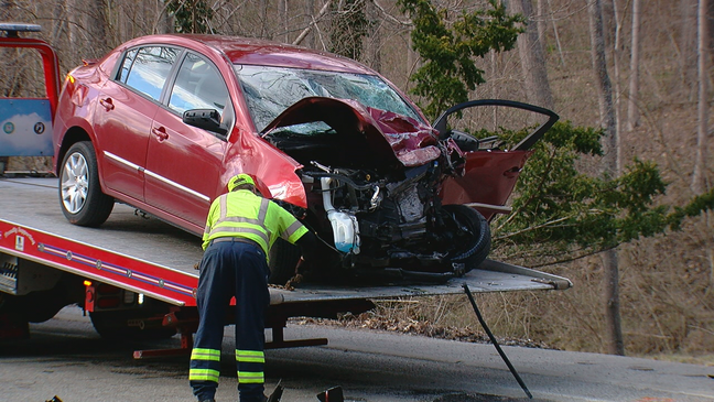 1 dead, 2 injured after crash in Anderson Township | WKRC