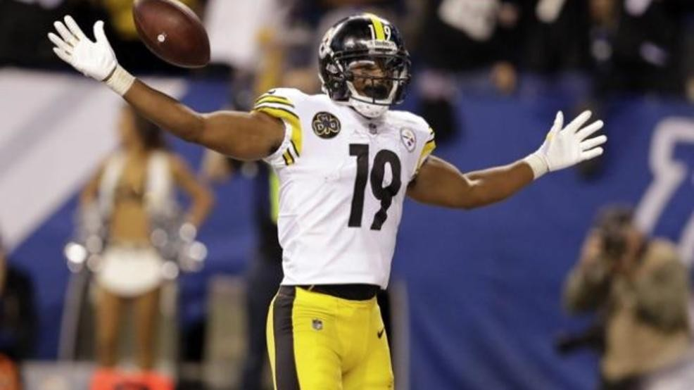 ee5056c7985  p Pittsburgh Steelers wide receiver JuJu Smith-Schuster (19) celebrates  his touchdown during the second half of an NFL football game against the ...