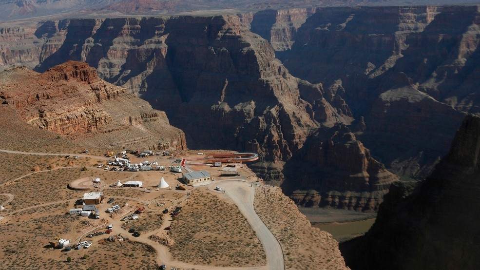 Official Man Jumps To His Death At Grand Canyon Skywalk Wkrc